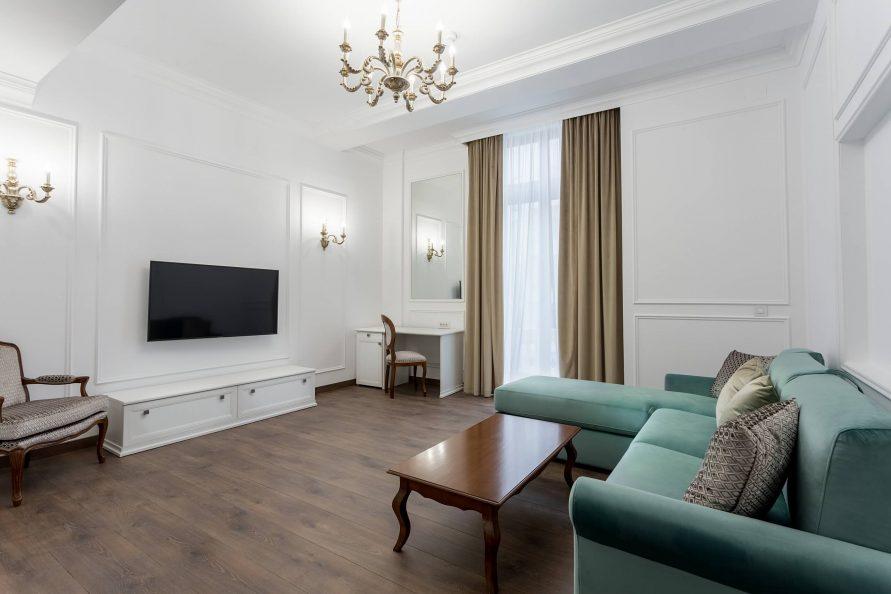 Apartament Deluxe cu Balcon
